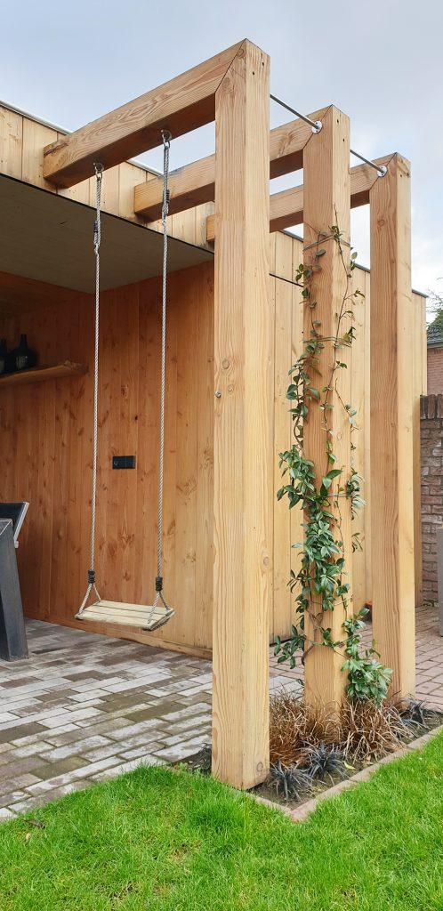 houten pergola met schommel